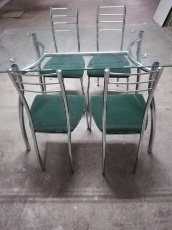 Mesa e.cadeiras de cozinha