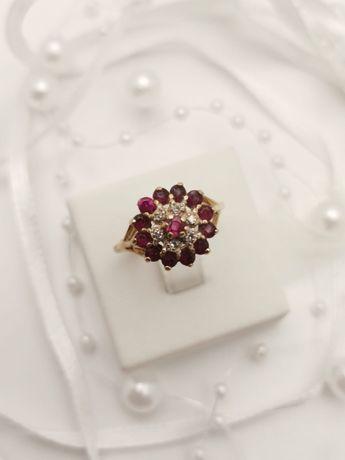 Złoty Pierścionek z rubinami i diamentami. Rubin i brylant naturalny