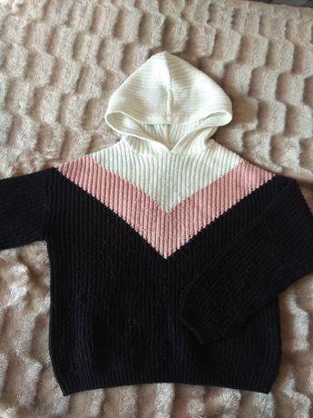 Продам свитер с капюшоном