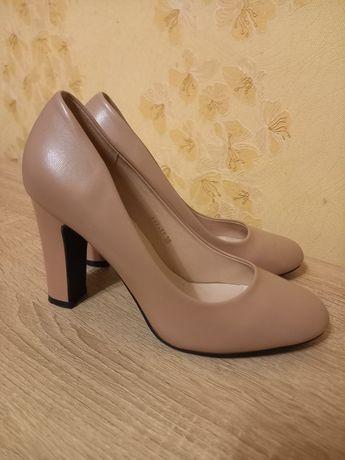 Продаю туфлі, 38 розмір, колір беж, в ідеальному стані)