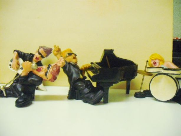 Banda de musicos antiga em massa - 2