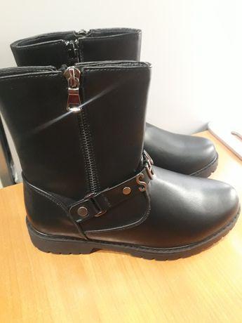 Ботинки новые на девочку.