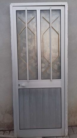 Porta e alumínio