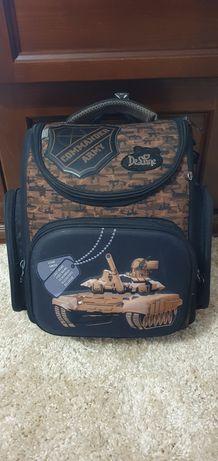 Продам портфель 1-4 клас Delune