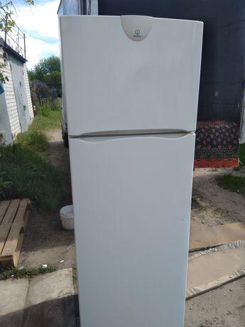 Холодильник двухкамерный  Индезит