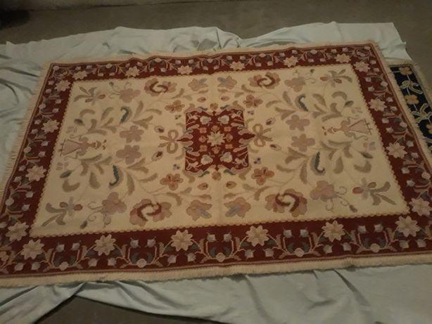 Carpete de Arraiolos em bom estado com franja, comprimento 1,90 largur