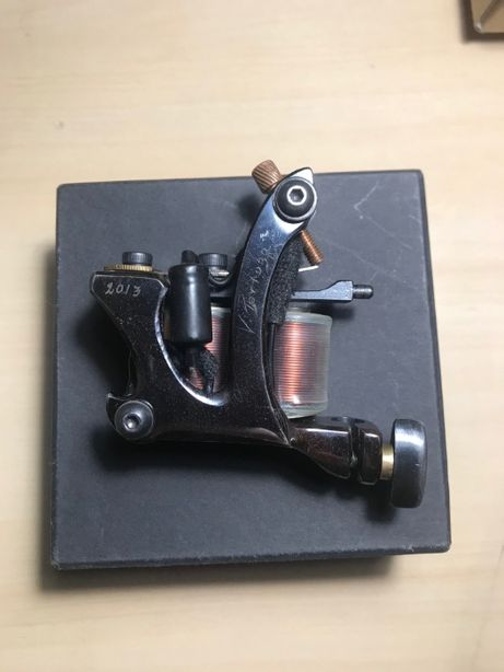 Maszynka do tatuażu, zaprojektowana i stworzona przez Victora Portugal