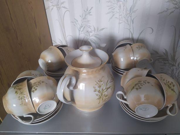 Сервиз фарфоровый набор тарелки блюдца,большой чайник заварник