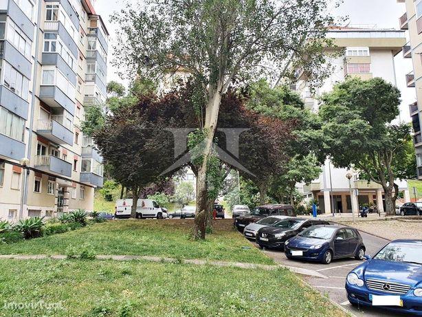 Apartamento T3 em Benfica com vista desafogada sobre Parq...