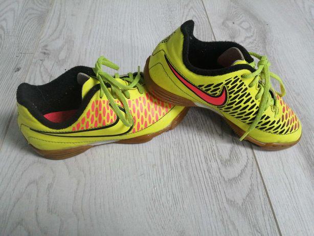 Adidasy firmy Nike r. 28