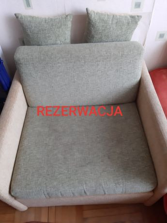 Zielona sofa jednoosobowa