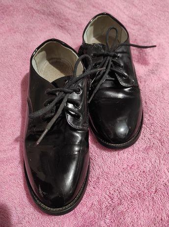 Дитяче взуття. Туфлі на шнурівках