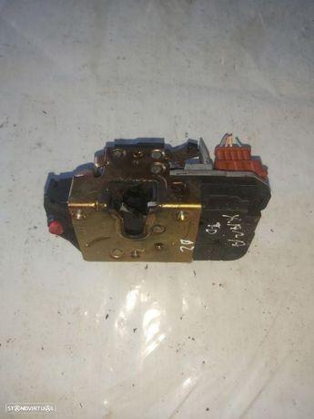 Fechadura elétrica tras direita Citroen Xsara 2002