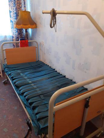 Łóżko elektrycznie podnoszone dla chorego z materacem antyodleżynowy