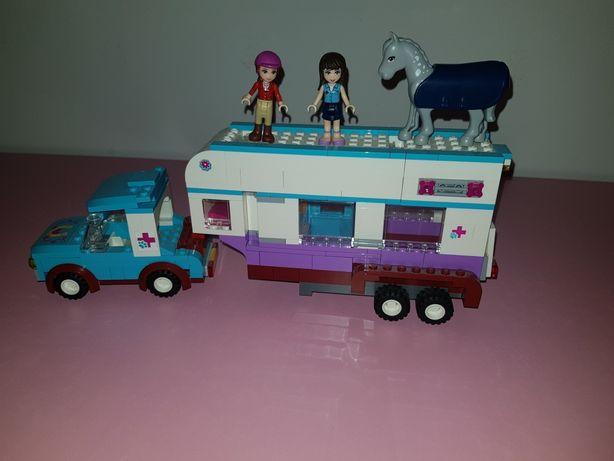 LEGO Friends 41125 Przyczepa lecznicza dla koni.