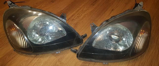 Lampy przod komplet Toyota Yaris 1 xenon