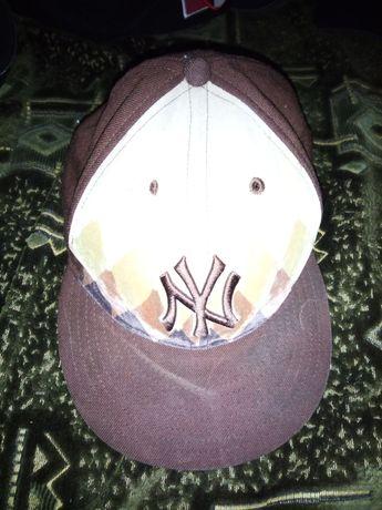 Новая кепка NY в отличном состоянии