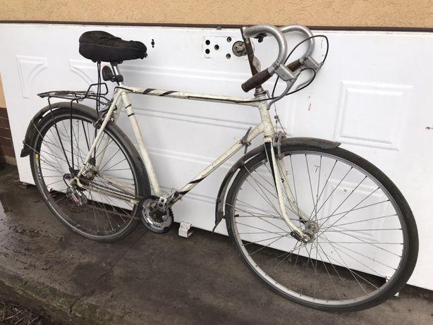 Велосипед быстрый и легкий.