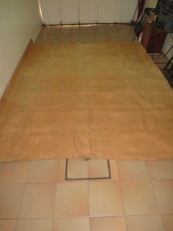 grande carpete de juta