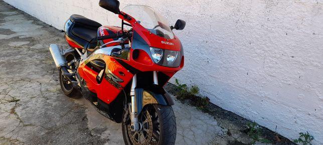 Vendo mota suzuki gsxr 750cc