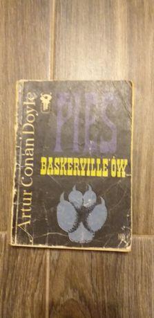 Pies Baskerville'ów A.C. Doyle