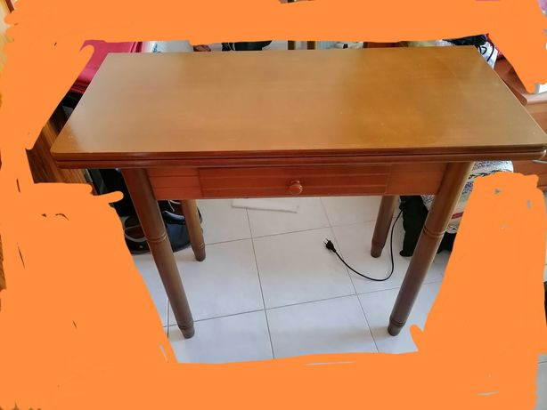 Mesa cozinha em madeira maciça e estante moviflor.