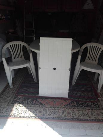 Mesa, cadeiras e aumento de mesa