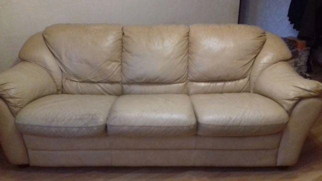 Диван кожаный и кресло б/у ИТАЛИЯ цена 20 000руб