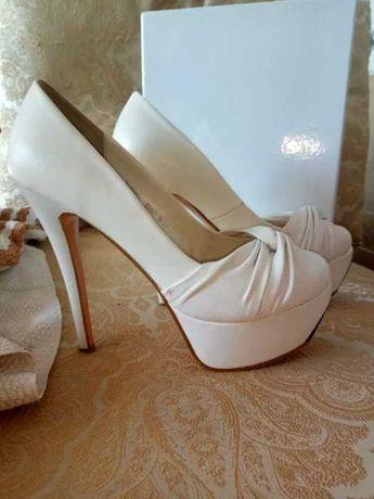 Шикарні білі туфлі 39 розмір