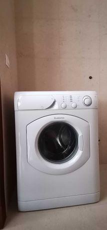 Máquina de lavar roupa Hotpoint-Ariston AVL 84