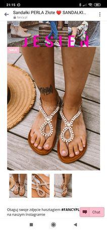 Sandałki złote perełki