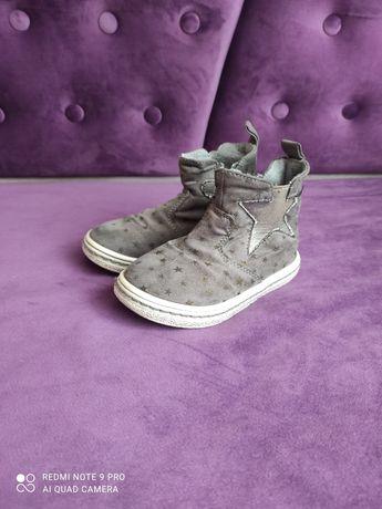 Продам високі кросівки для дівчинки