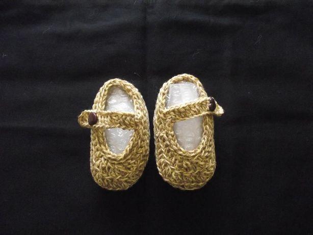 Sapatos de menina em croche, feito á mão NOVOS