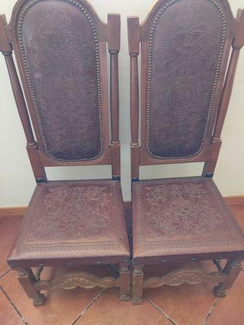 Cadeiras e fogão usados