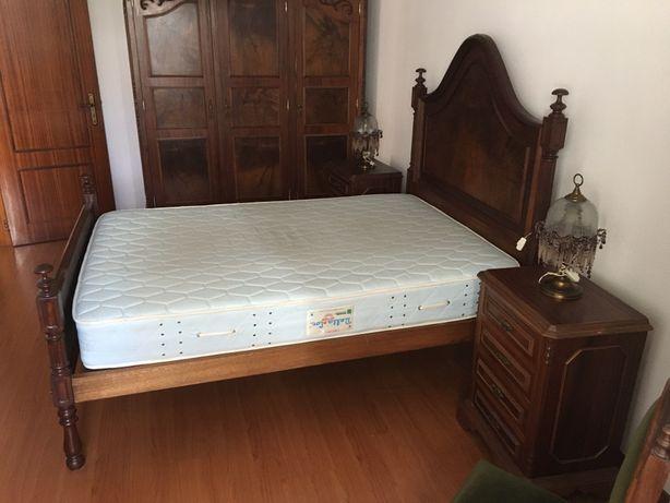 Quarto com cama casal completo