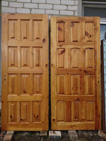Входная дверь пластиковые окна.