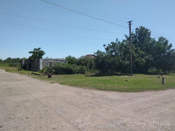 Продается земельный участок с заброшенным домом.