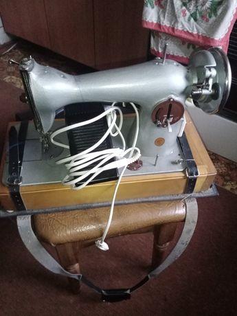 Швейная машинка с электро приводом