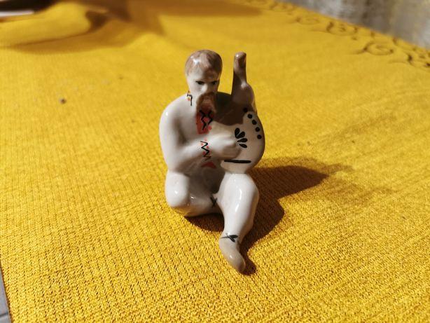 Figurka porcelanowa Grajek