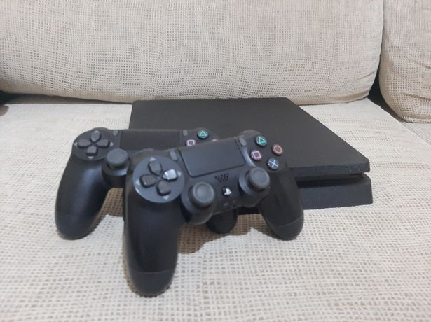 PS4 Slim 500 GB + 2 Comandos originais