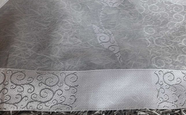 Żakardowa biała firanka pasy pionowe kwiaty 450 x 175