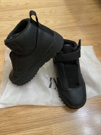Продам демисезонные кроссовки-ботинки