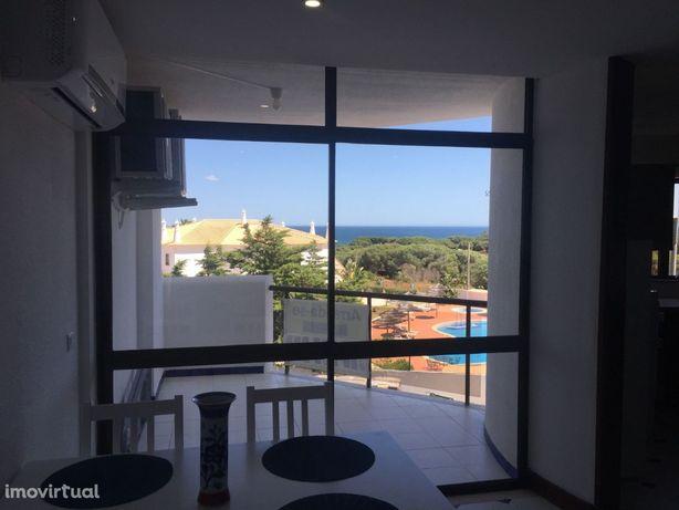ALUGO AO ANO apartamento T1 com vista mar junto praia de Santa Eulália