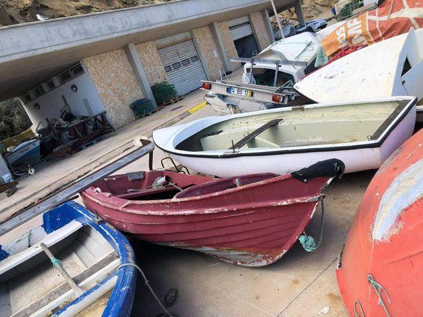 Barco de recreio com motor