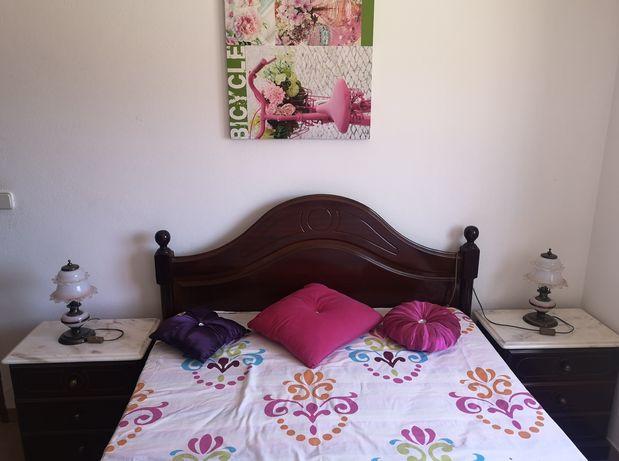 Cama casal 1,60x1,90,mesas cabeceira , cadeira, colchão incluído