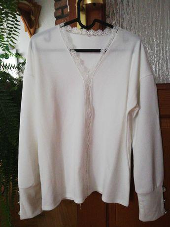 Biała bluzeczka z guziczkami