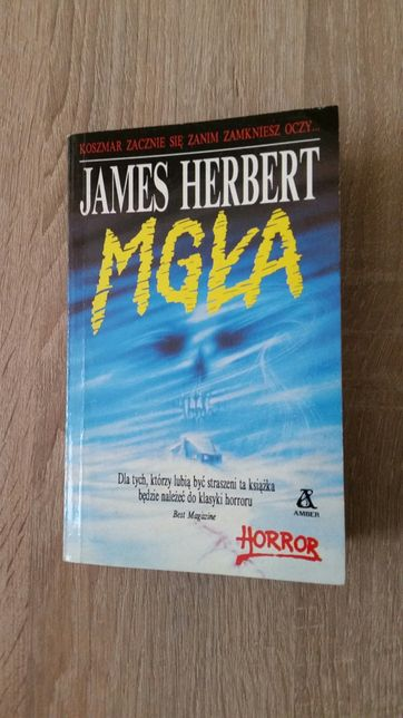"Książka Jamesa Herberta - "" Mgła ""."