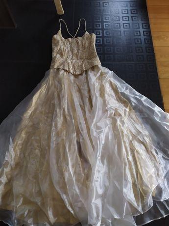 Suknia z gorsetem, dół  kilka warstw 38