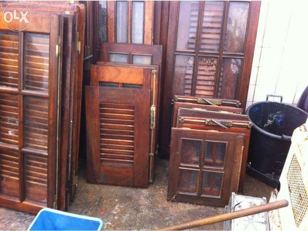 Janelas,portas, portadas, em madeira maciça, vendo á unidade