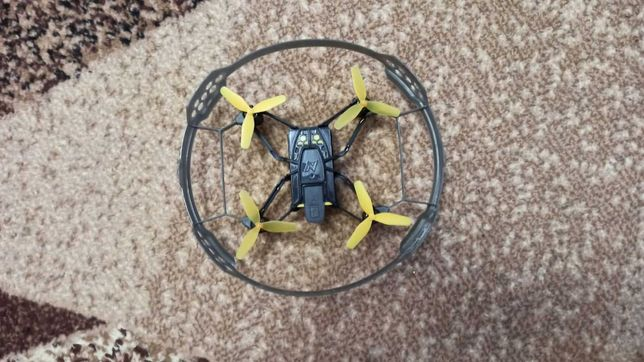Дрон квадрокоптер Nikko з перешкодами